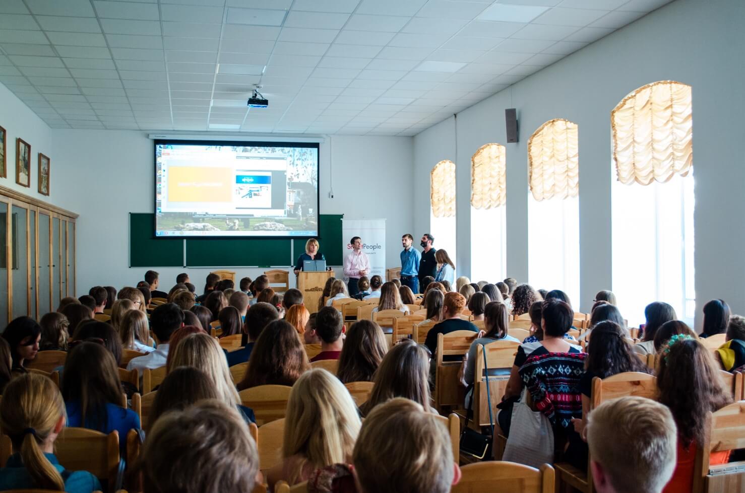"""Презентація """"Smart Challenge"""" в Острозькій академії"""