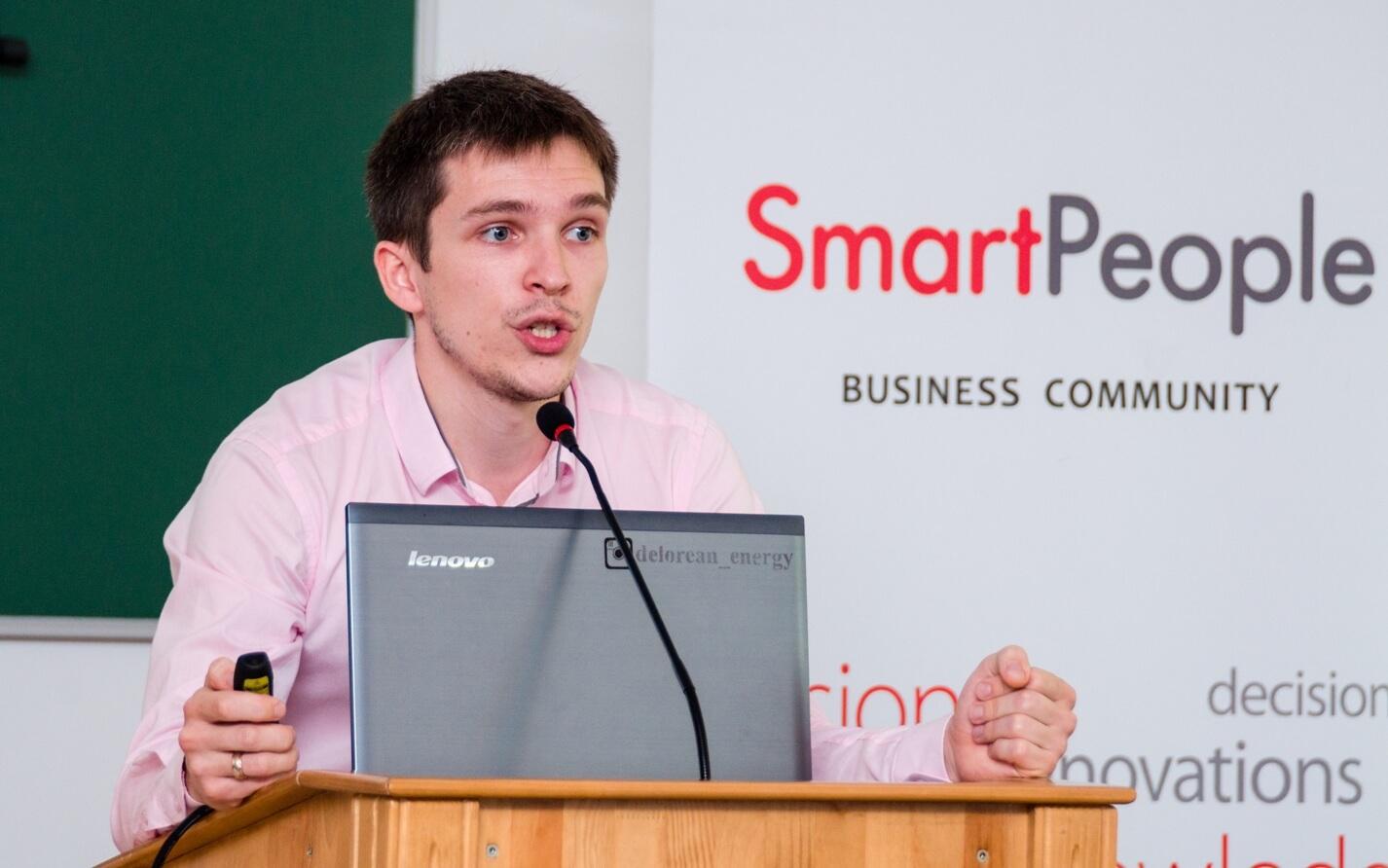 """Лідер організації """"Smart People"""" Тарас Комаренко"""